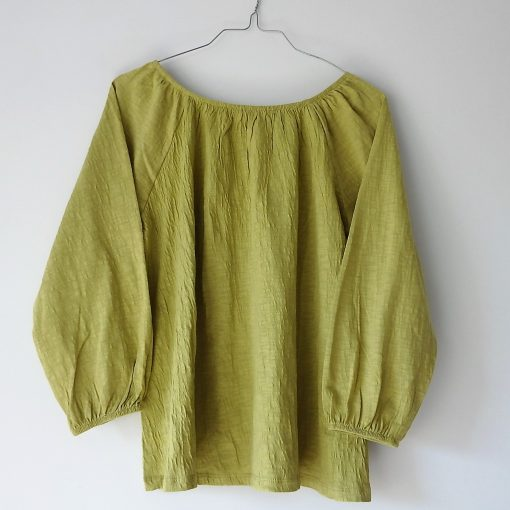blusa manga abullonada