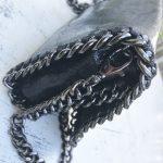 bandolera piel negra asas cadenas