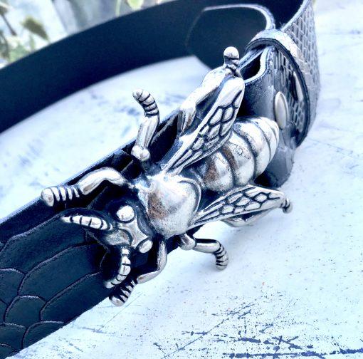 Cinturón de piel hebilla metálica mosca